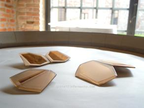 GiF Premio Torre Fornello 2013 Compendium spille, frammenti di specchio bronzato molato e sabbiato, progetto moduli liberibrooches, fragments of bronze mirror milled and sanded, free modules project