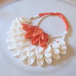 Eun Mi Kwon likeleaf #07 (come foglie n.7) collana, porcellana, ingobbi, porcellana di Mont-Blanc, perle di vetro della Boemia, filo di seta necklace, porcelain slip casting, Mont-Blanc porcelain, bohemian glass beads, silk thread