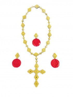 Hester Popma - van de Kolk, Crucifix and Solely Red, collana e spille, necklace and brooches