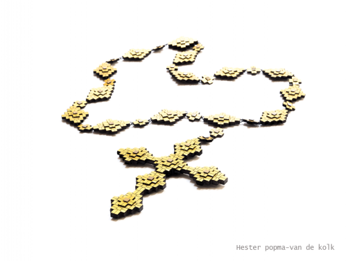Hester Popma-van de Kolk - Crucifix necklace - menzione speciale Klimt02 Gioielli in Fermento 2015