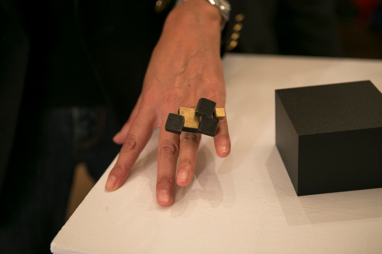 Gigi Mariani, Almost ring, anello, selezione H.Hoffman Preis Schmuck 2015 (courtesy of Gioielli in Fermento #gallery)