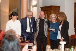 La fortunata vincitrice dell'opera di Corrado De Meo, estratta alla fine della serata